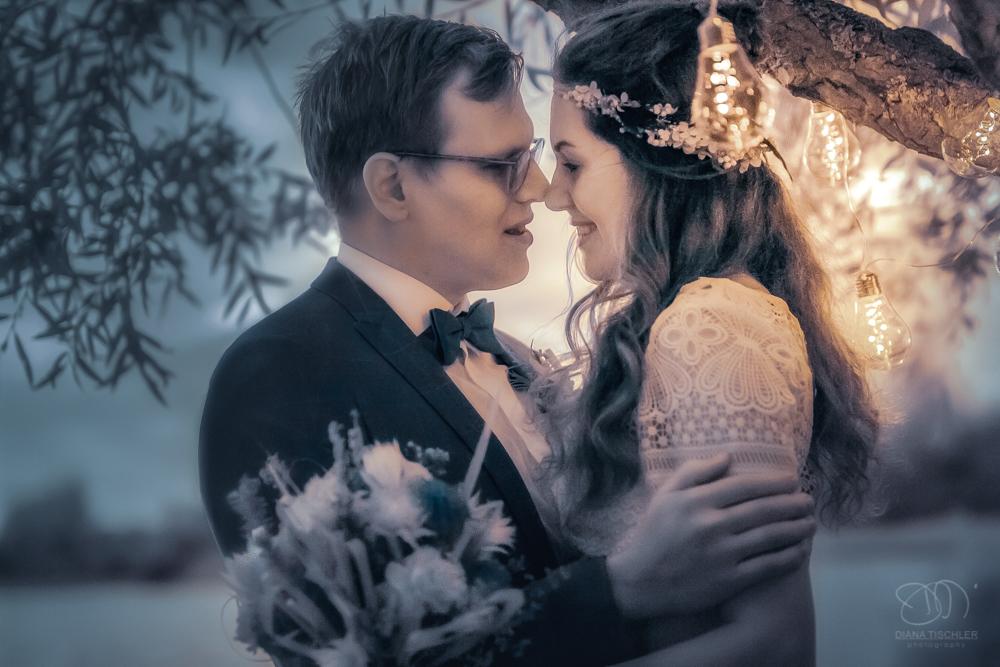 Infrarot Foto Hochzeit Brautpaar abends mit Lichterkette