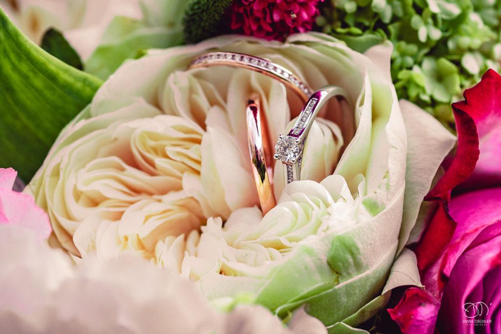 Ringe in Blumen
