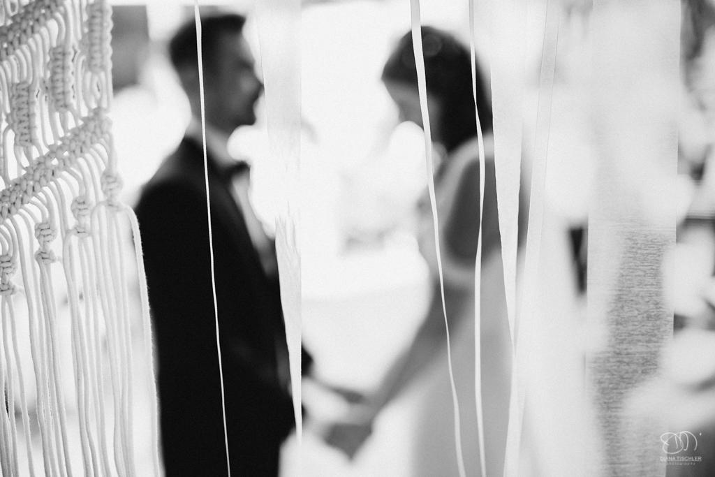 Brautpaar nach dem Eheversprechen Schwarzweissfoto Leistungen Hochzeitsfotograf Hochzeitsfotograf Baden-Baden Ranstastic