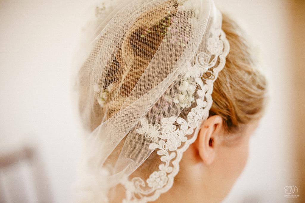 Getting Ready Braut mit Schleier