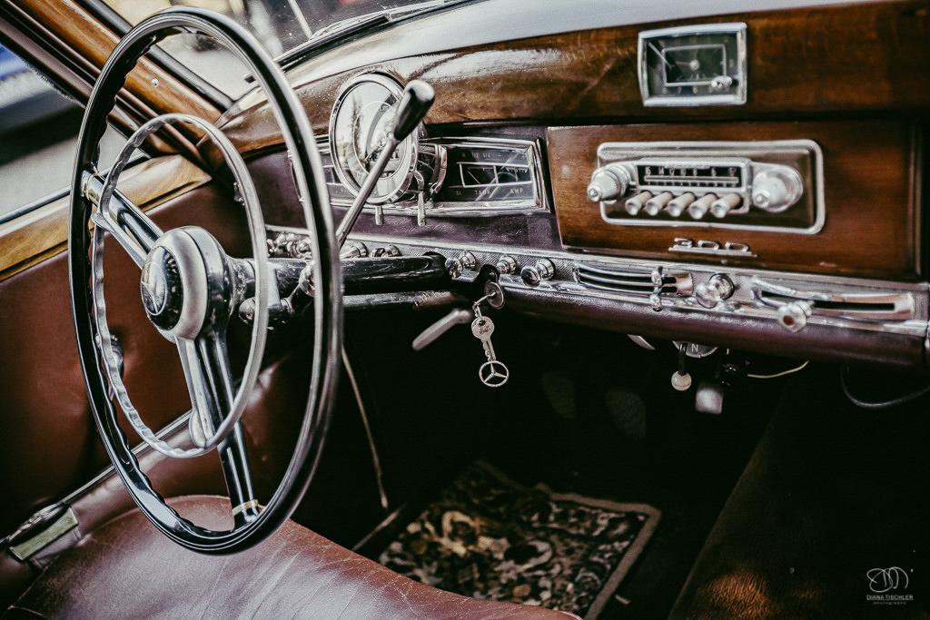 Mercedes Benz Oldtimer an Hochzeit Interieur