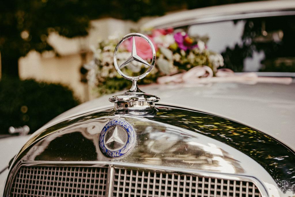 Mercedes Benz Oldtimer an Hochzeit Nahaufnahme Mercedes-Stern