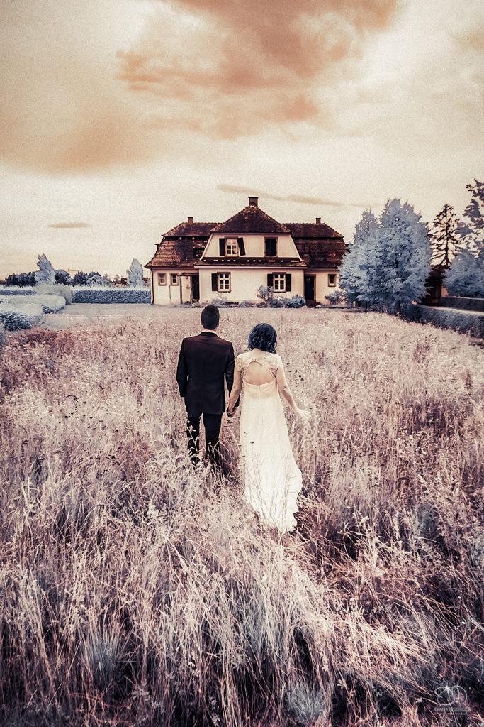 Infrarot Foto Hochzeit Brautpaar im Feld